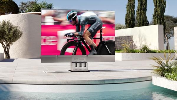 이 TV 가격은 무려 4억5000여만원에 이르는 그야말로 럭셔리 TV여서 가장 부유한 VVIP용이 될 수 밖에 없다.