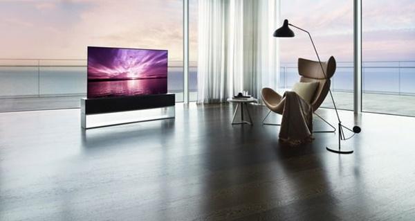 LG전자는 지난해 10월 세계 최초의 '롤러블 TV'인 LG 시그니처 올레드 R(모델명: RX)를 국내 시장에 본격 출시했다. 가격은 1억6667만원이다.