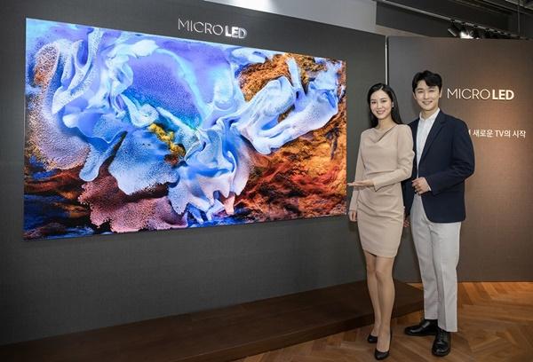 삼성전자가 지난해 12월 발표한 거대한 146인치 '더 월' TV도 마이크로 LED신기술을 사용한 TV다.