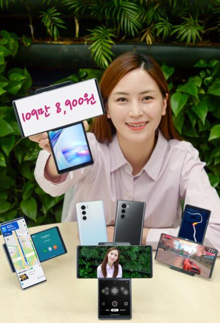 LG전자가 10월 초 전략 스마트폰 LG 윙을 109만8900원에 출시한다